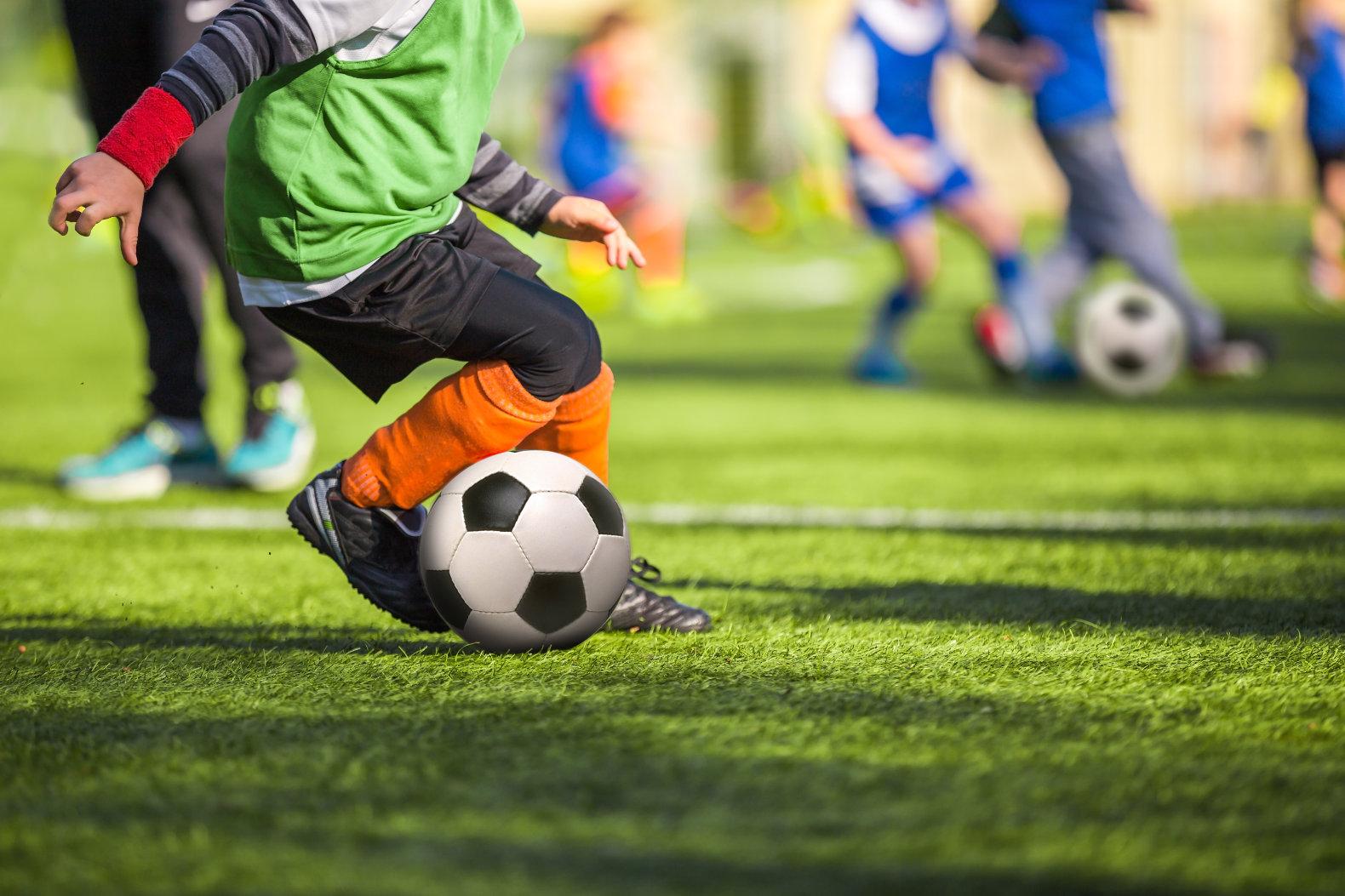 Műfüves focipálya, műfüves focicipő